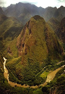 Cuzco Tour - The Urubamba River runs through the Sacred Valley of the Urubamba.